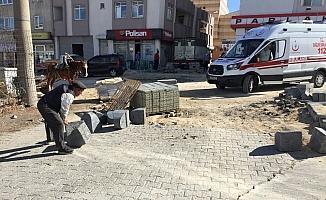 Yaralıyı almak için gelen ambulans, yol çalışmasına takıldı