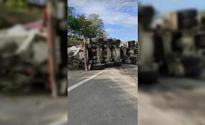 Zonguldak'ta beton mikser devrildi