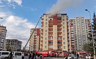 9 katlı binanın çatısında çıkan yangın korkuttu