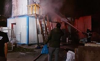 İşçilerin kaldığı konteynerde çıkan yangın söndürüldü