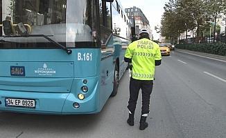 Taksim'de toplu taşıma araçlarında korona virüs denetimi