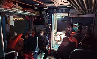 Büyükçekmece'de balıkçı teknesi battı: 8 balıkçı kurtarıldı