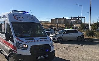 Elazığ'da otomobiller çarpıştı:1 yaralı