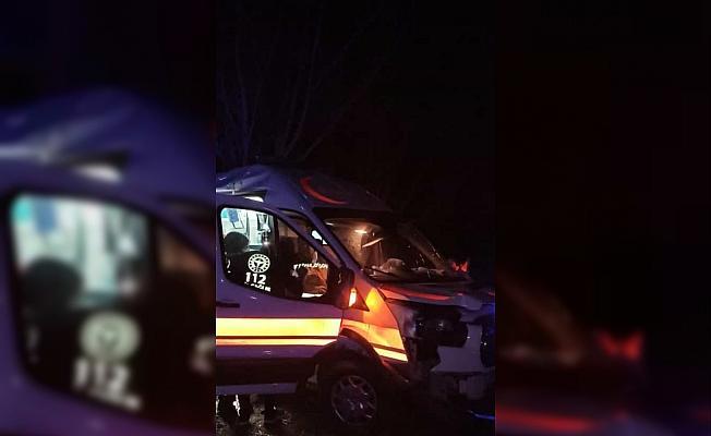 Hasta nakleden ambulans kaza yaptı: 3 yaralı