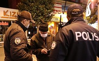 Sakarya'da sokak kısıtlamasını delenlere 129 bin lira para cezası kesildi