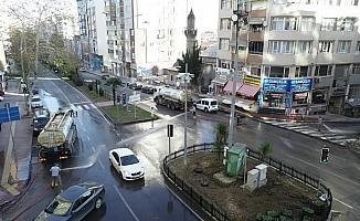 Boş kalan İlkadım sokakları baştan aşağıya yıkandı