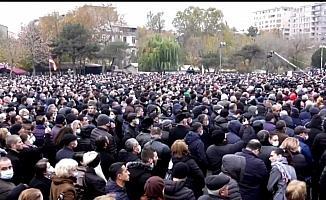 Ermenistan muhalefeti görevi bırakması için Paşinyan'a 3 gün süre tanıdı