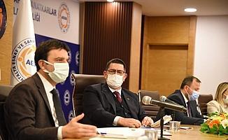 AK Parti MKYK üyeleri esnaf temsilcilerini dinledi
