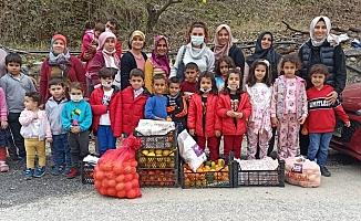 Alanya'da çocuklar için kendi elleriyle meyve topladılar