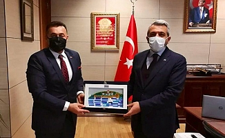 Başkan Yücel, yatırımların takibi için Ankara'ya gitti