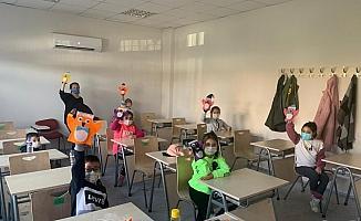 İzmir Büyükşehir, depremzedelere desteğini sürdürüyor