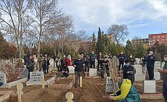 Sokak ortasında bıçaklanan Kıbrıs gazisi son yolculuğuna uğurlandı