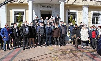 Bornova Belediyesi önünde alkışlı protesto