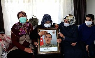 Evlat nöbetindeki ailelerden Gara şehitlerinin ailelerine ziyaret