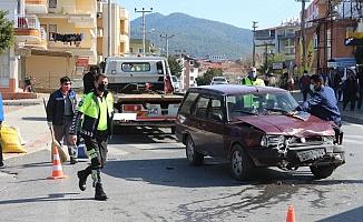 Gazipaşa'da kontrolsüz kavşakta kaza: 2 yaralı