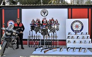 Adana'da 54 ruhsatsız silah ele geçirildi