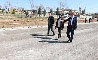 Akçakale'de bir mahallede daha yollar yenileniyor