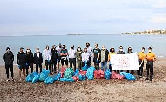 Amerikalı sporcular Alanya'da sahil ve doğa temizliği yaptı