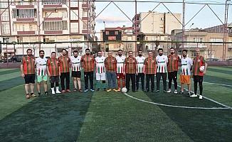 Başkan Beyoğlu, gençlerin futbol maçı davetini yerine getirdi