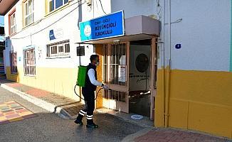 Çiğli'de yüz yüze eğitim için dezenfekte çalışmaları sürüyor