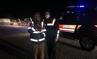 """Jandarma bulduğu kadının kimliğini """"Sevgi İzi"""" numarasından tespit etti"""