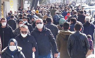 Kısıtlamaların kalkmasıyla vatandaş sokağa akın etti
