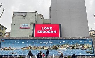 Pendik'te 'Love Erdoğan' görseli LED ekranlara yansıtıldı
