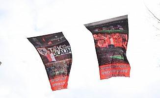 Samsun'un en büyük görselli Samsunspor bayrakları caddeye asıldı