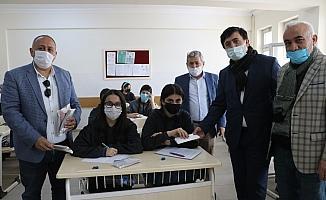 50 bin adet maske esnaf, öğrenciler ve vatandaşlara dağıtıldı