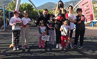 Alanya Ak Gençlik'ten çocuklara 23 Nisan hediyesi