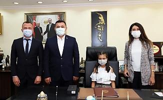 Başkan Yücel koltuğu devretti