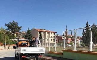 Burdur'da kaldırımlar ilaçlanıyor