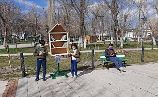 """Kafkas Üniversitesi öğrencilerinden """"Her Yerde Kitap"""" projesi"""
