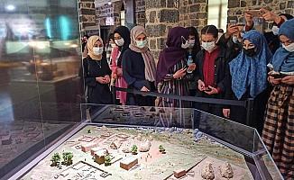 Kız öğrenciler, kutsal mekanları ve İçkale'yi gezdi