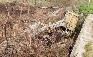 Tarlaya giden traktör şarampole devrildi: 5 yaralı