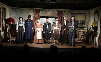 Tarsus Şehir Tiyatrosu, yeni sahnesinde ilk prömiyerini yaptı