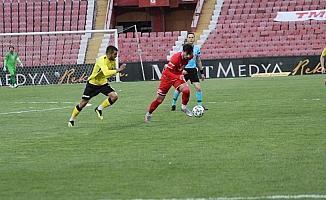 TFF. 1. Lig: Balıkesirspor: 0 - İstanbulspor: 1  (İlk yarı sonucu)