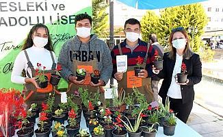 Yetiştirdikleri çiçekler öğrencilerin bütçesine katkı sağlayacak