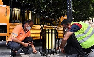 Büyükşehir Belediyesi, kaldırımlar ve çöp kovalarını yeniliyor