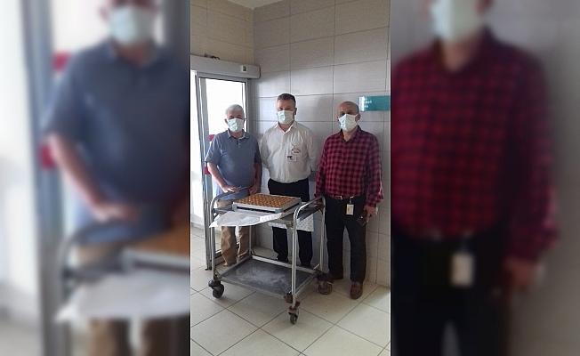 Eskişehir Karadenizliler Derneği'nden sağlık çalışanlarına tatlı İkramı