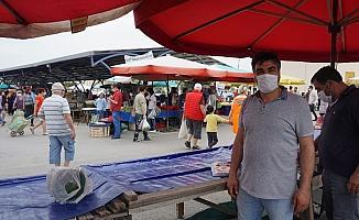 Foça'da semt pazarlarına yoğun ilgi