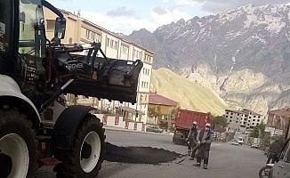Hakkari'de yol onarım çalışması