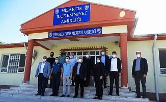 Hisarcık'ta güvenlik güçleri ile sağlık personeli ve itfaiye ekiplerine bayram ziyareti