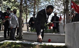 Kars Valisi Öksüz, Şehitliği ziyaret etti
