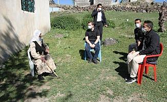 Kaymakam Demirer'den tek başına yaşayan Nigar teyzeye ziyaret