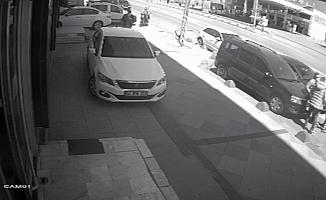 (Özel) İstanbul'da motosikletli kapkaççı dehşeti kamerada