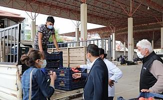 Pazar esnafının elinde kalan sebze ve meyveler ihtiyaç sahiplerine dağıtılacak