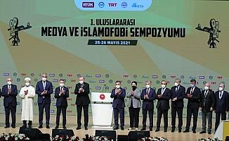 Rektör Uzun, 1. Uluslararası Medya ve İslamofobi Sempozyumu'na katıldı