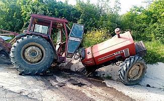 Tekirdağ'da korkunç kaza: Otomobille çarpışan traktör 3 parçaya bölündü