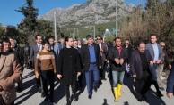 Büyükşehir Belediyesi Kemer'de yaraları sarıyor